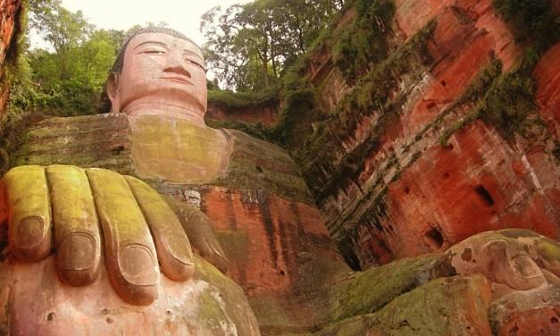 El Buda del pueblo de Leshan — Un Buda Colosal