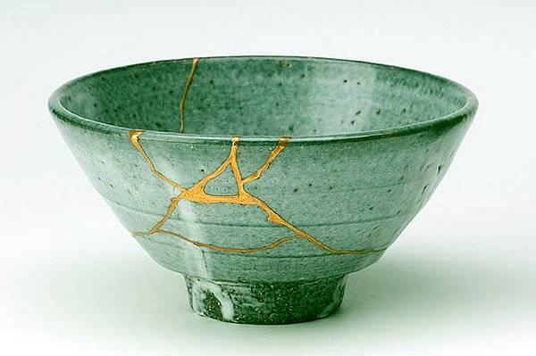"""Kintsugi — Arte japonés de arreglar lo """"roto con oro"""""""