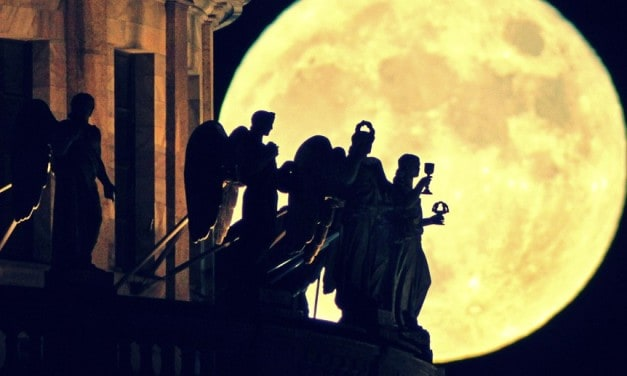 Luna Llena de Pascua — Cualquier decreto puede ser cumplido
