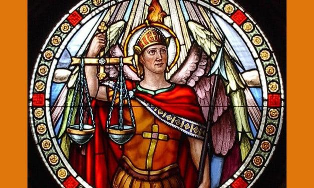 Rosario de San Miguel Arcángel — Modo de rezar