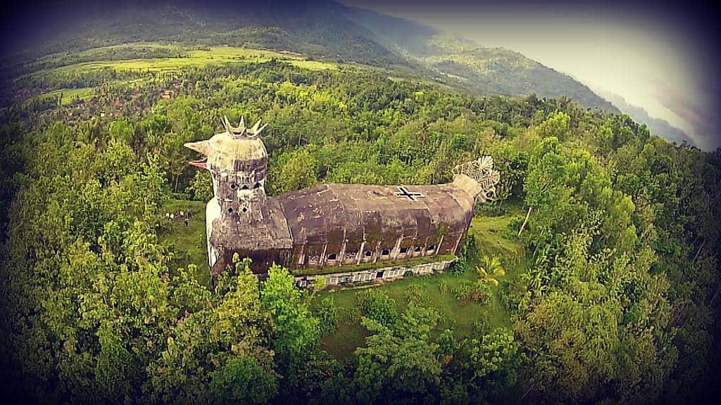 Una misteriosa iglesia con forma de gallina