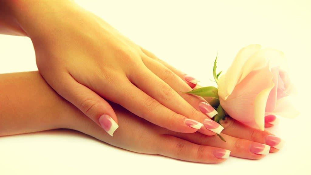 Cómo puedes cuidar tus manos diariamente y de manera natural