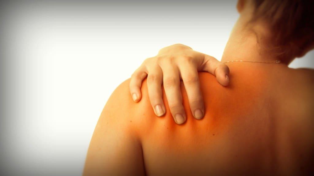 ¿Te duelen los hombros? Puede tener un significado emocional