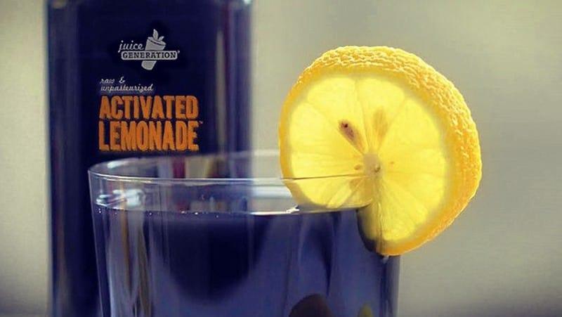 Secreto de esta limonada negra — Jugo de carbón
